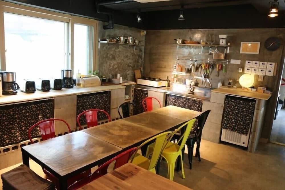 Общее спальное помещение, только для мужчин (4 people) - Общая кухня