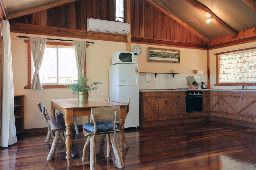 Comfort-Ferienhütte, 2Schlafzimmer, Talblick - Essbereich im Zimmer