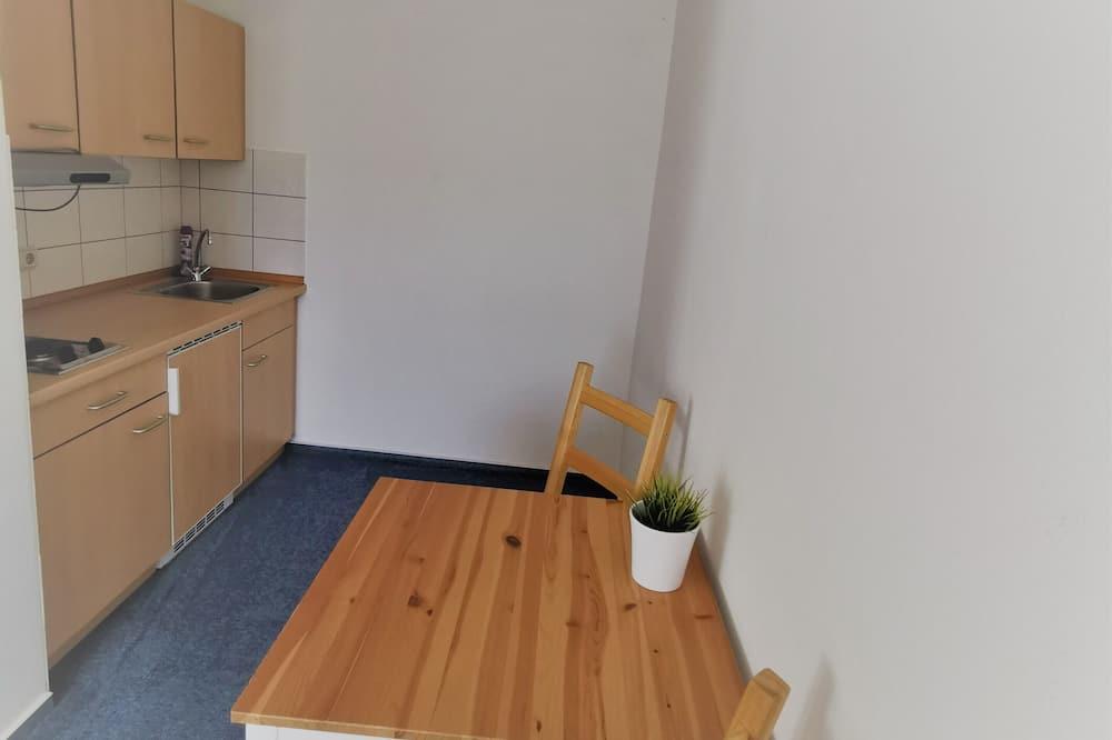 Studio (Single Use) - In-Room Dining