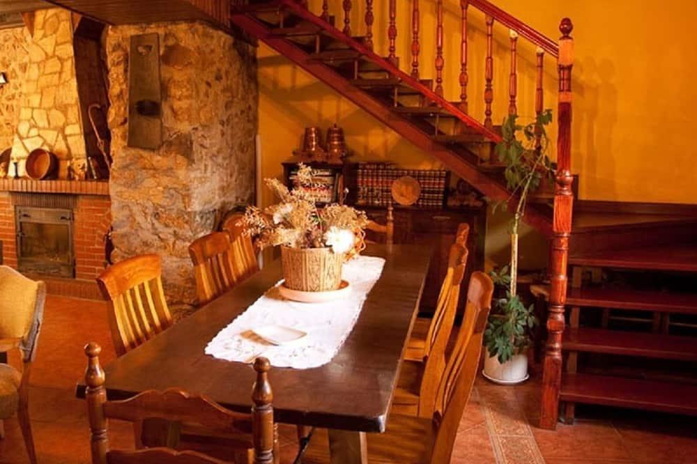 Maison, 2 chambres - Restauration dans la chambre