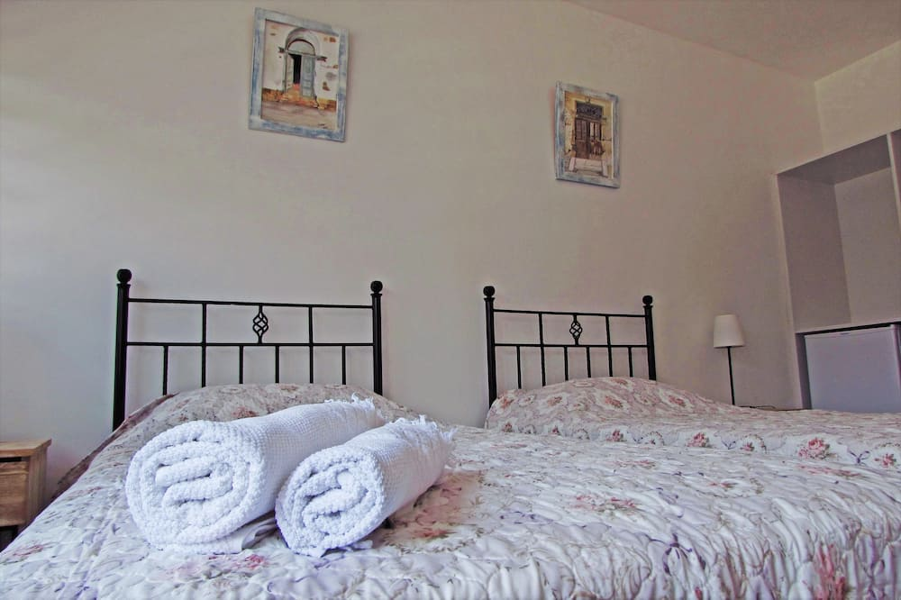Standard Double Room, 1 Double Bed, Private Bathroom - Mountain View