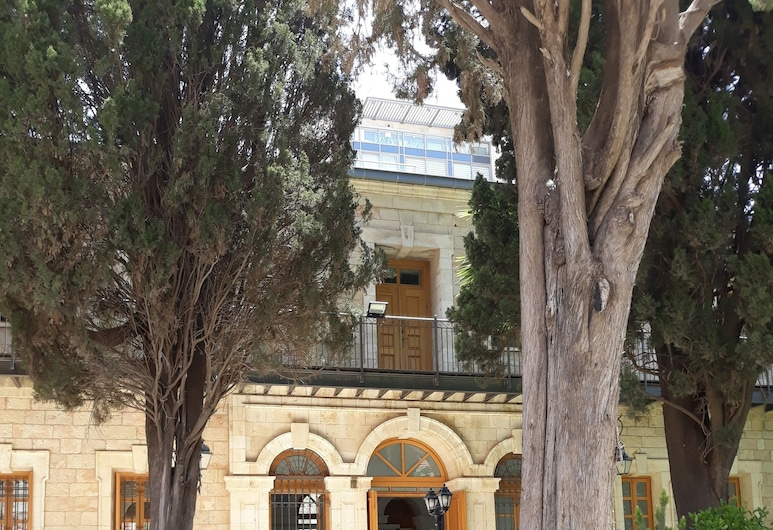 Sergei Palace Hotel, Yerusalem, Taman