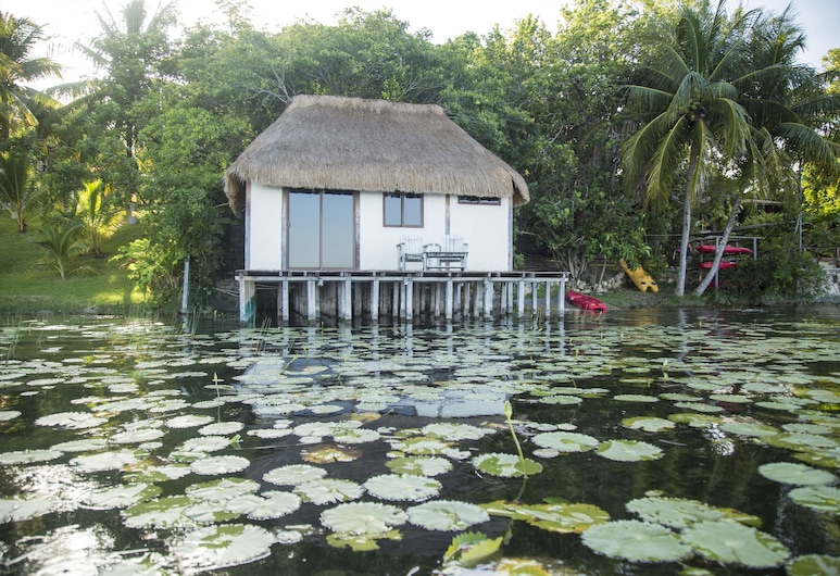 潟湖濱小屋酒店, 巴卡拉爾
