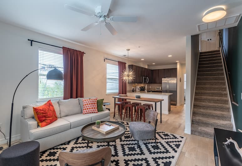 3BR Townhome UT Austin by WanderJaunt, Austin, Apartment, Non Smoking, Room