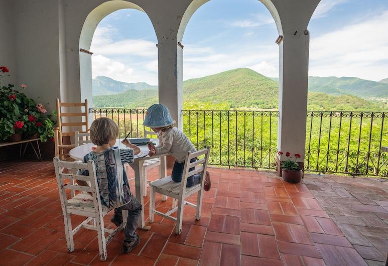 Mas Garganta, La Vall d'en Bas, Terrace/Patio