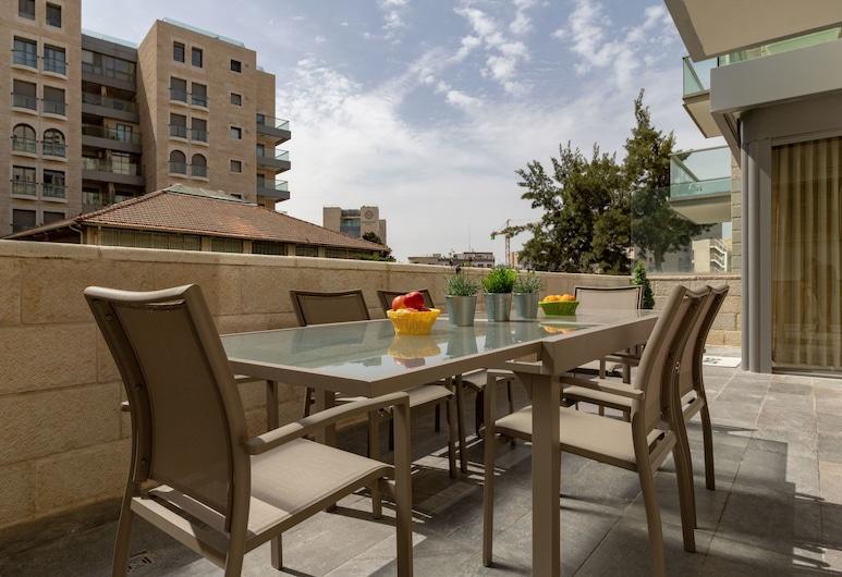 Full Option 9 People Central Location, Jerusalem, Leilighet – deluxe, 3 soverom, utsikt mot hage, Terrasse/veranda