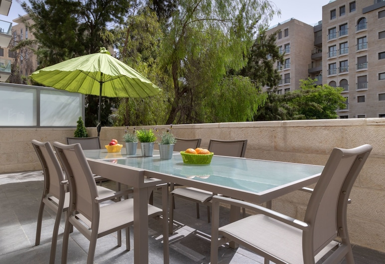 Full Option 9 People Central Location, Jerusalem, Leilighet – deluxe, 3 soverom, utsikt mot hage, Terrasse/veranda