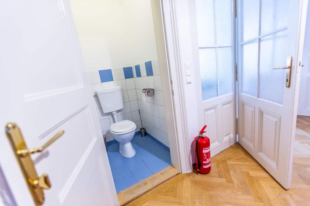 Family Apartment, Multiple Beds, Non Smoking - Bathroom