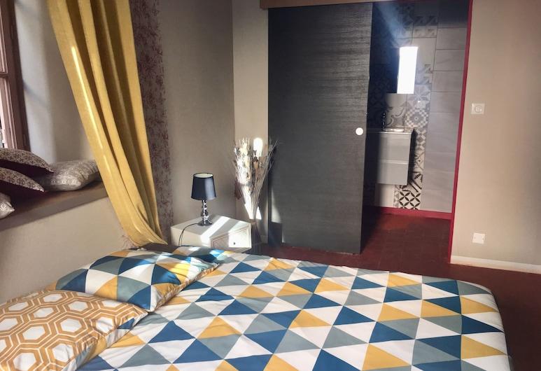 Belles Nuits, Tournus-Lacrost, Deluxe-Doppelzimmer, 1 Queen-Bett, Nichtraucher, Blick auf die Anlage, Zimmer