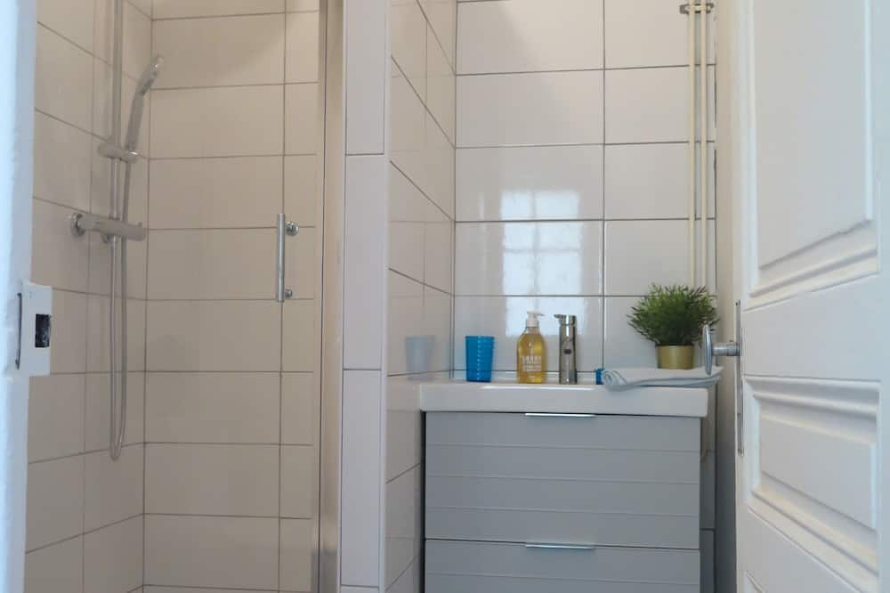 City Ev, Özel Banyo, Avlu Manzaralı (Cabanon Massalia) - Banyo