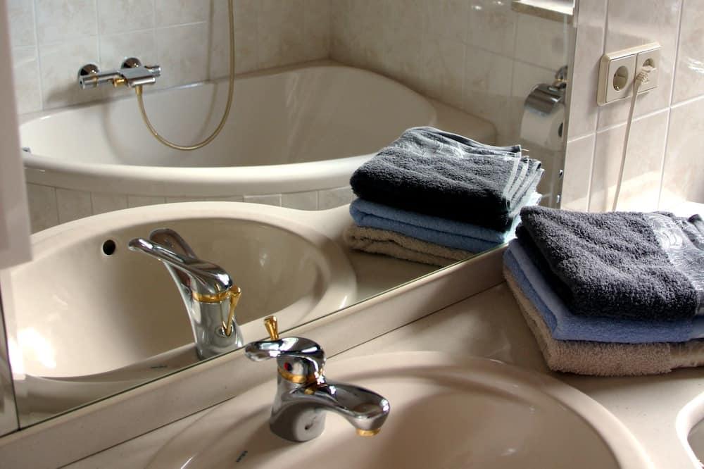 Apartment, 1 Bedroom, Garden View - Bathroom