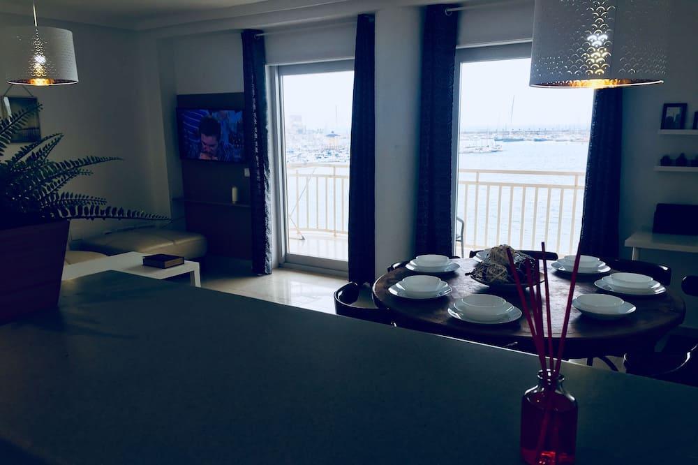 Apartment, 4 Bedrooms, Terrace, Sea View - Living Room