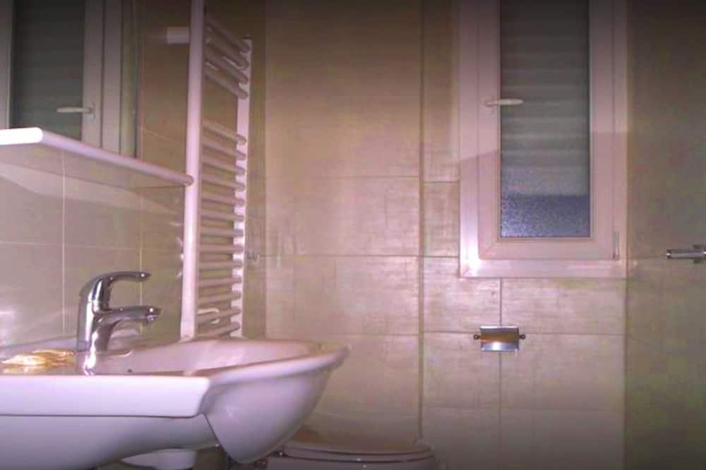 غرفة مزدوجة - بحمام داخل الغرفة - حمّام