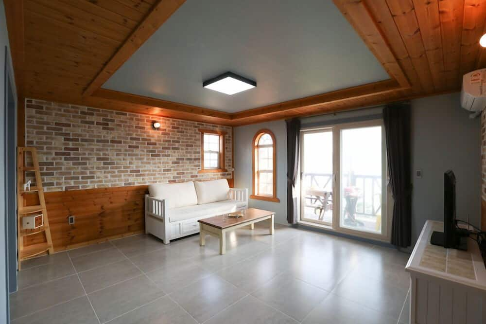 Duplex (B) - Living Room