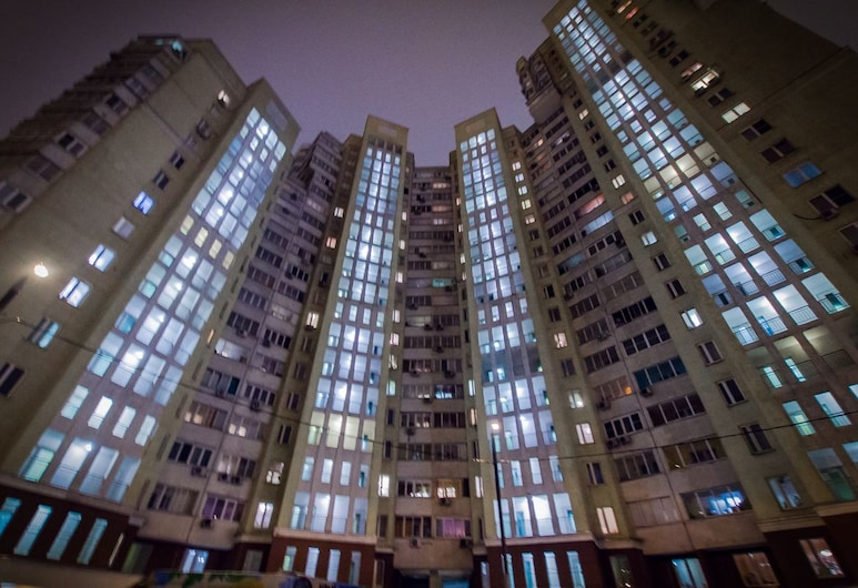Apartmenty Uyut Romantika, Moskwa, Front obiektu – wieczór