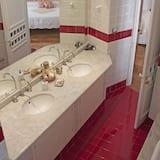 Улучшенный двухместный номер с 1 двуспальной кроватью (Spezie) - Ванная комната