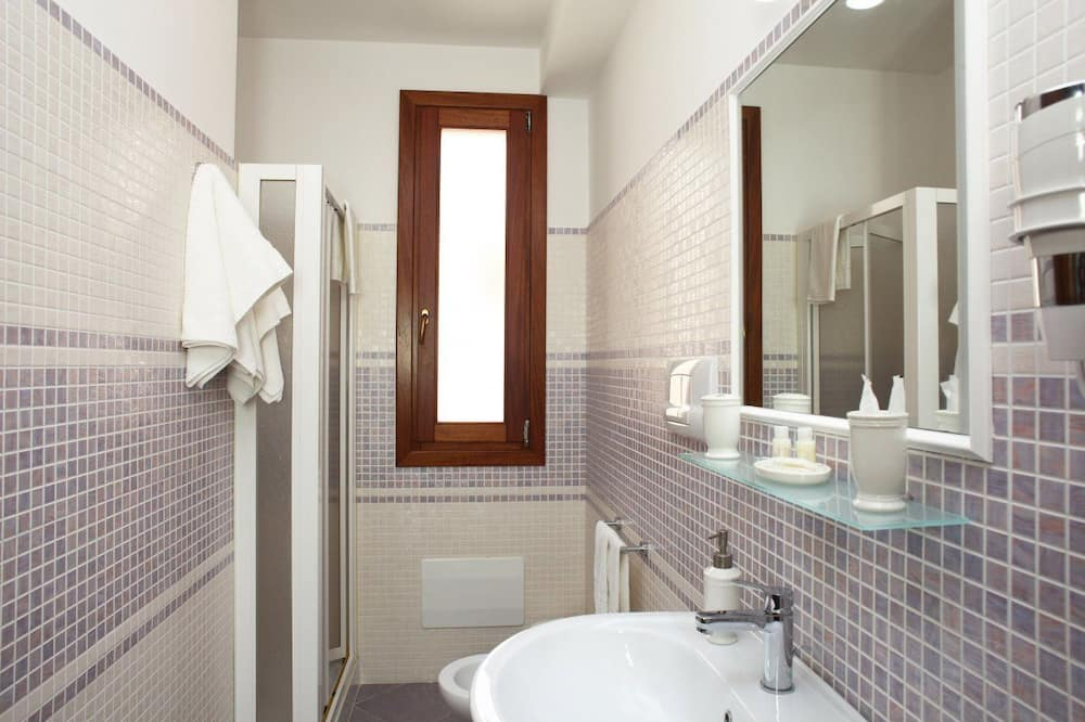 Superior Room, Balcony - Bathroom
