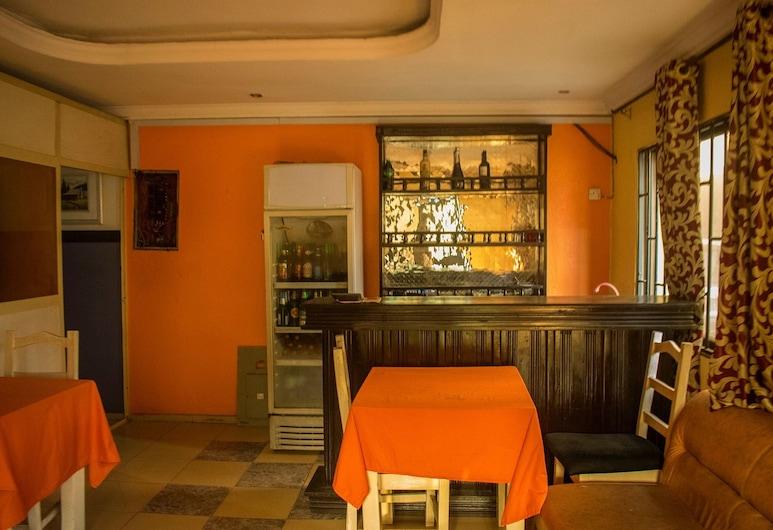 Qosmic Residence, Lagos, Hotelový bar