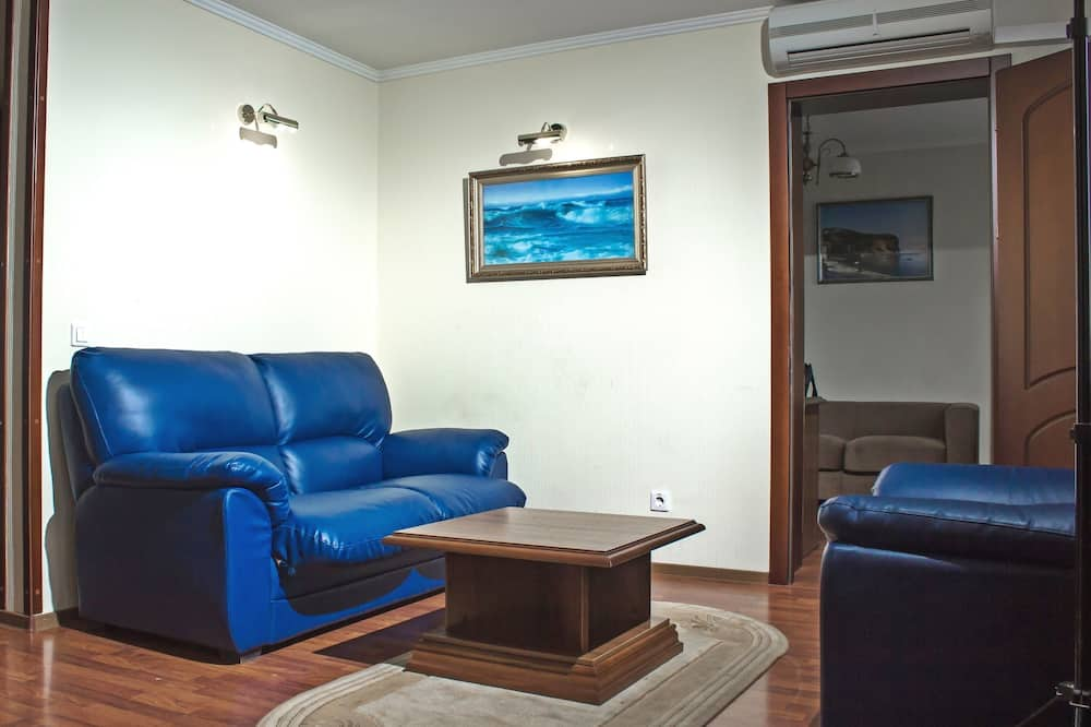 Suite, 1 Double Bed, Non Smoking - Living Area