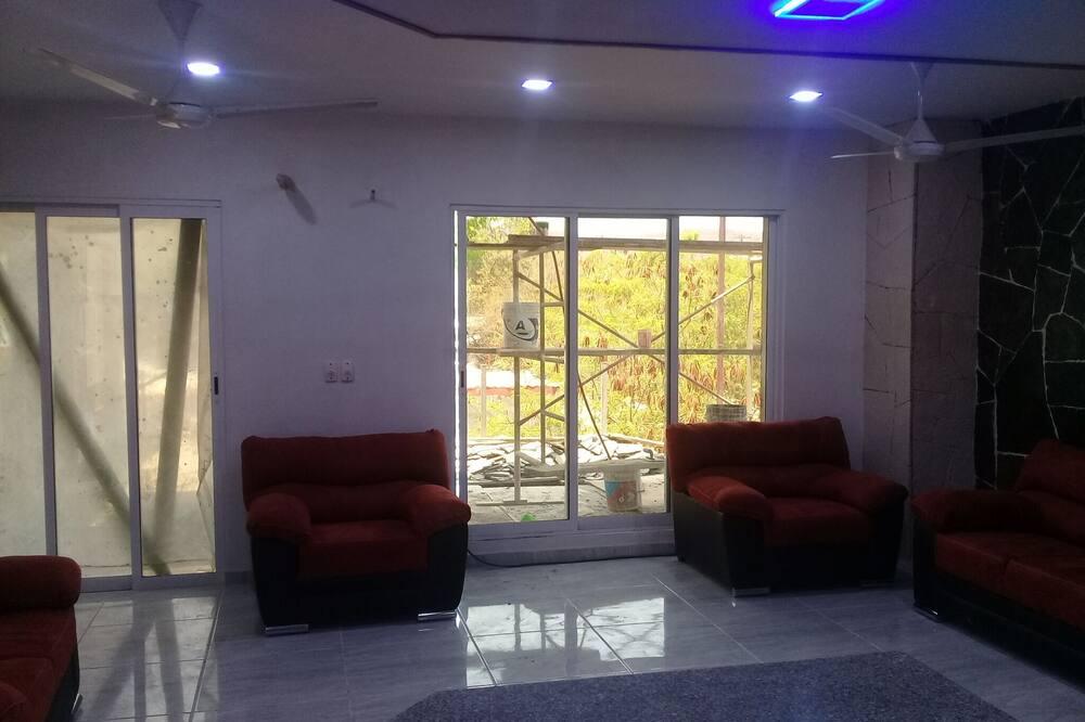 Luxury Condo, 2 Bedrooms - Bilik Rehat