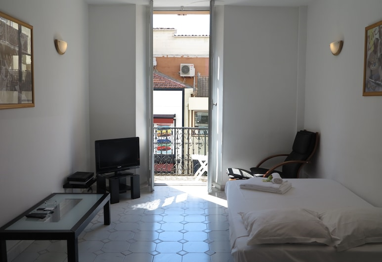 Very Central 1 Bedroom with Balcony, Cannes, Comfort appartement, Kamer