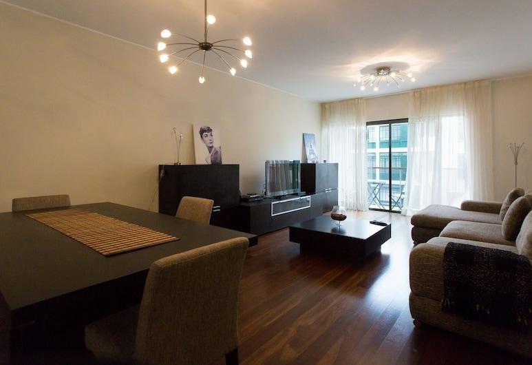 埃琳娜公寓飯店, 芳夏爾
