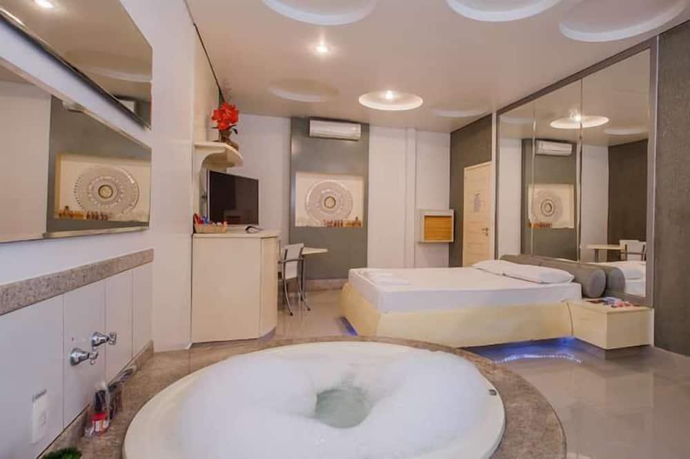 Tek Büyük Yataklı Oda (Super Luxo Extra) - Özel spa küveti