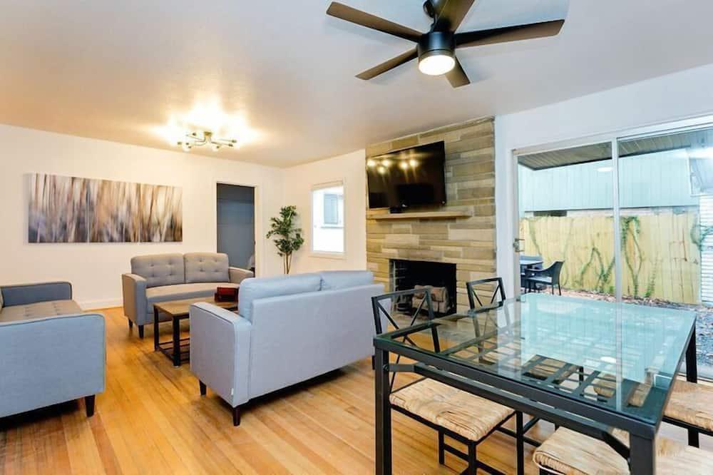 บ้านพัก, หลายห้องนอน, ปลอดบุหรี่ - พื้นที่นั่งเล่น