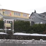 White Salmon Big Yellow House PLUS Holiday home 4 BestStayz.1