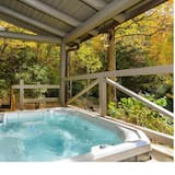 House - Outdoor Spa Tub