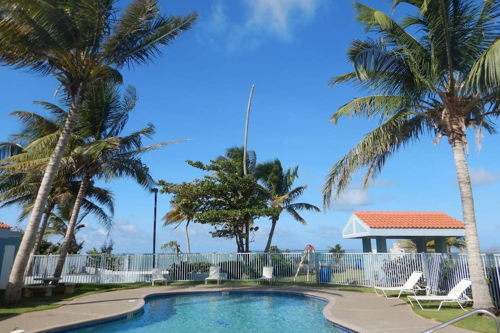 ハウス - 屋外プール
