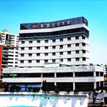 Mynd af Tongyeong Tourist Hotel í Tongyeong