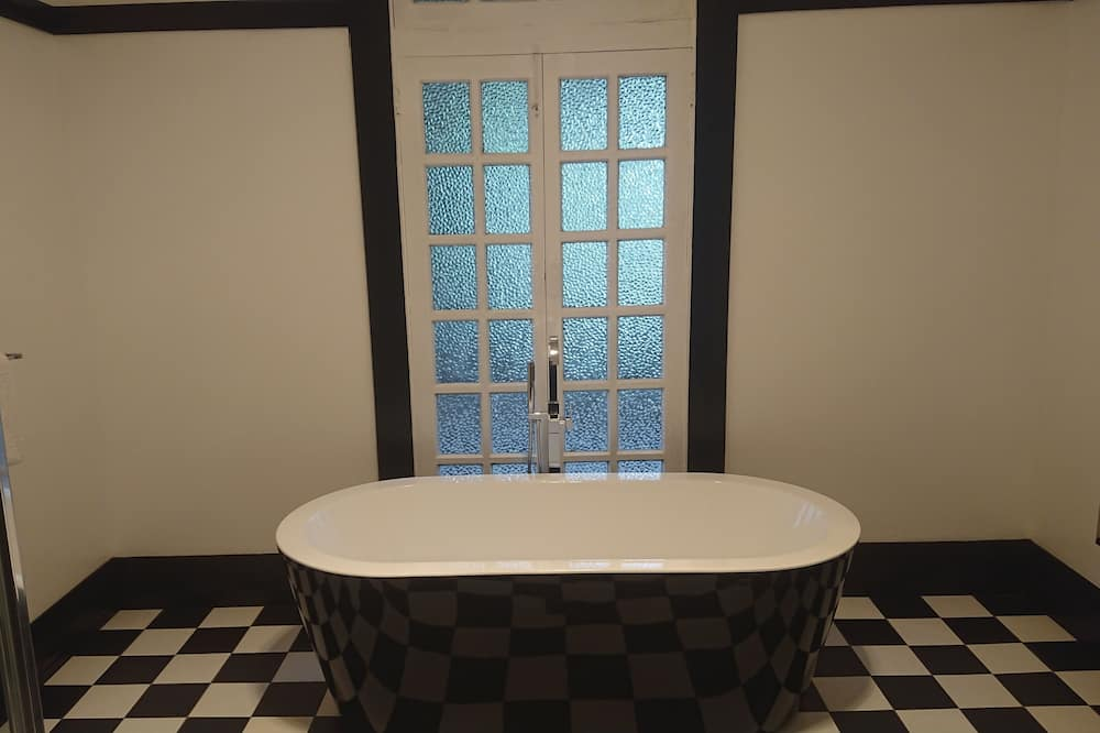 Grand tweepersoonskamer, 1 queensize bed, en-suite badkamer (Room 2) - Badkamer