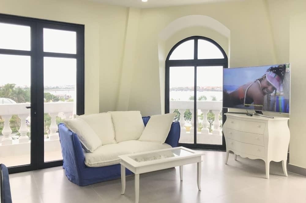 Mini - Penthouse (Ocean Harbor View & Riverfront) - Living Room