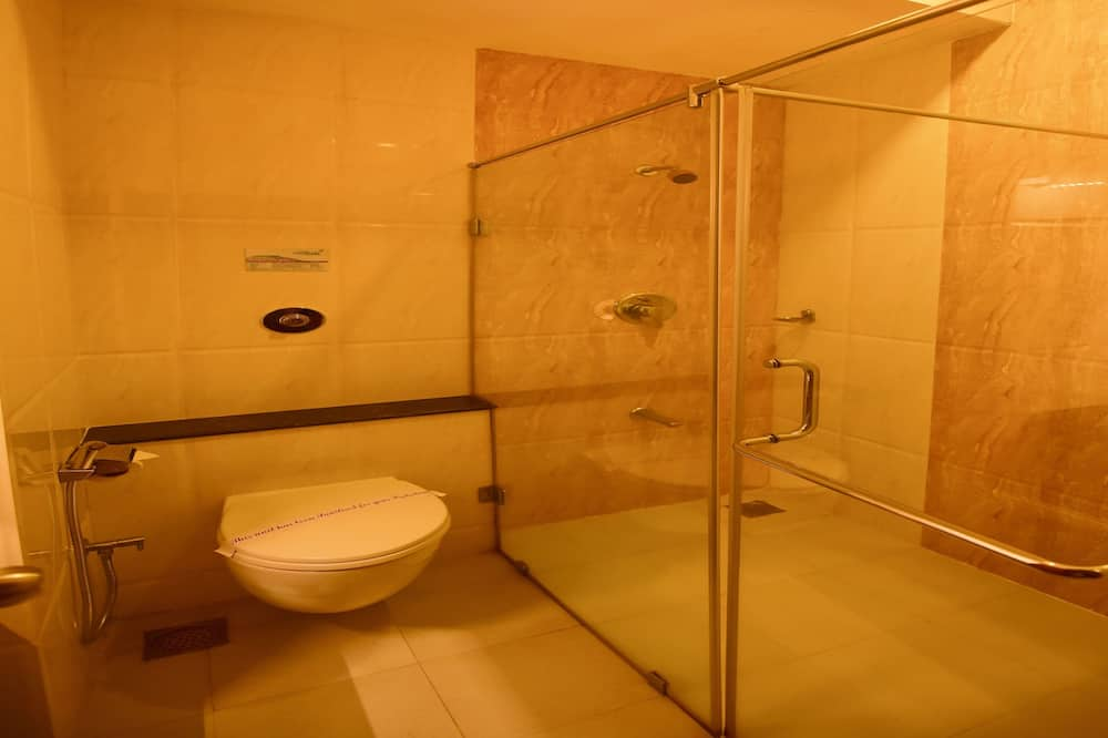 Club Double Room, 1 King Bed, Accessible, Non Smoking - Bathroom