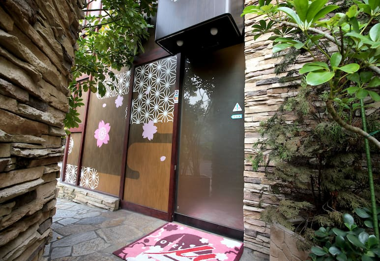 Hotel mju - Adults Only, Tokyo, Hotel Entrance