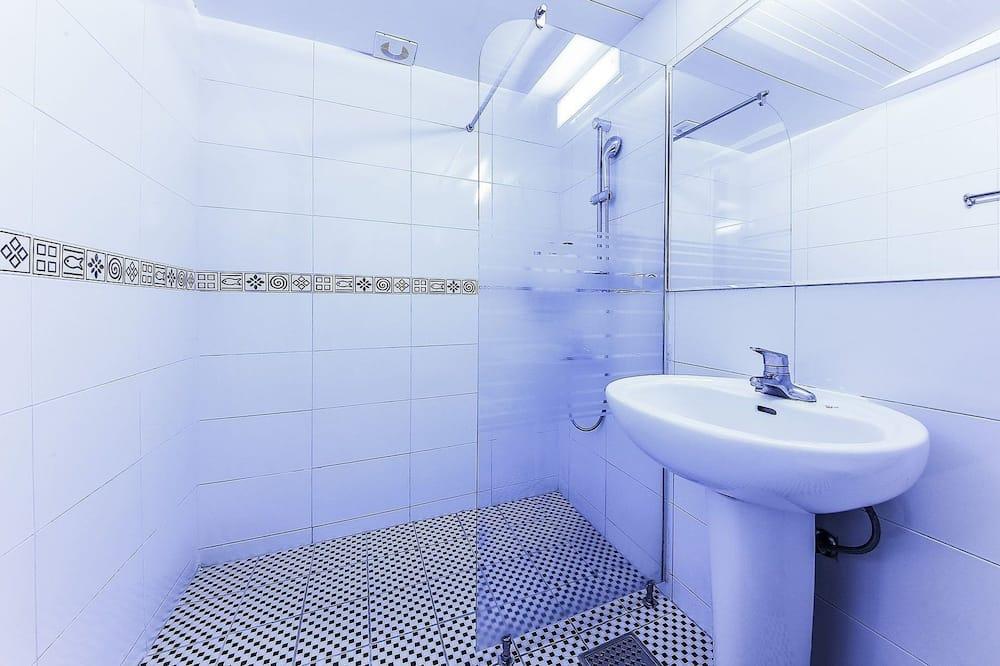 Basic Double Room (Round Bed) - Bilik mandi