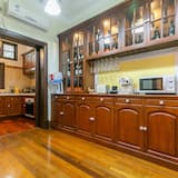 House, 3 Bedrooms - Shared kitchen facilities