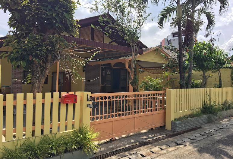 Jao Yellow House, Chiang Mai