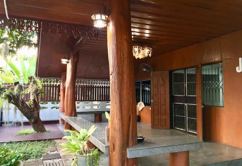 Jao Wooden House, צ'יאנג מאי, מרפסת/פטיו