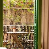 Двухместный номер с 1 двуспальной кроватью, балкон, вид на город - Балкон