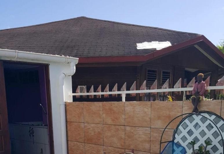 聖安妮 2 房之家酒店 - 附設備完善陽台和 Wi-Fi, 聖安娜, 泳池