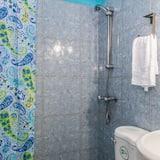 컴포트 아파트, 침대(여러 개), 흡연, 시내 전망 - 욕실