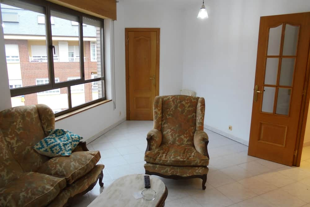Classic Apartment, 3 Bedrooms, Mountain View - Living Room