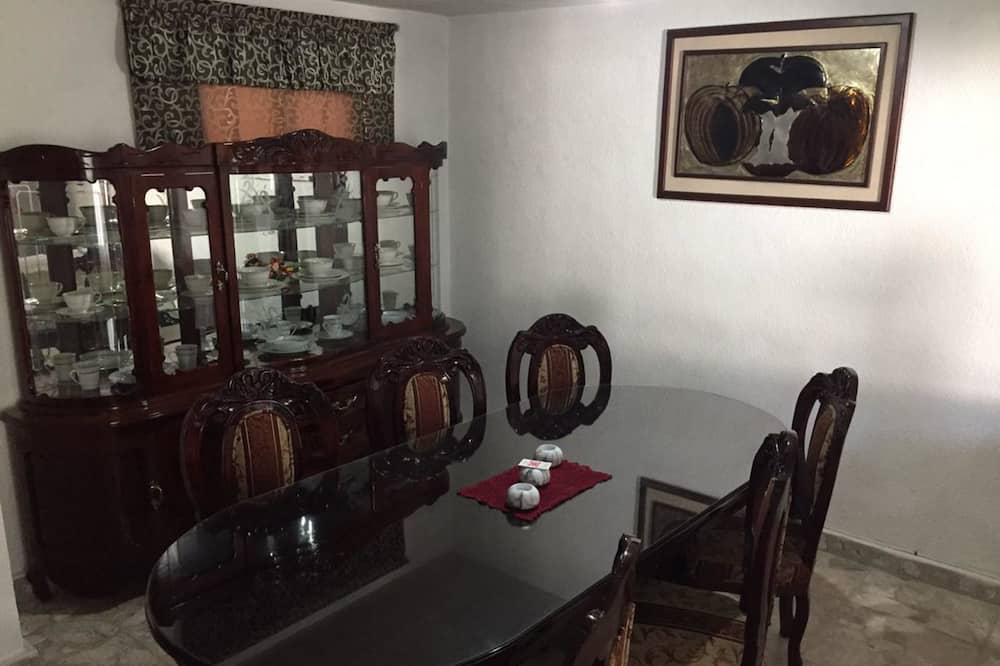 Rodinný domek, 2 ložnice - Stravování na pokoji
