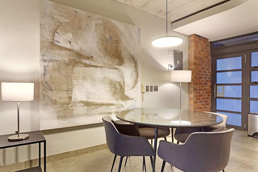 Apartamento Comfort, 1 cama king-size, Não-fumadores - Refeições no Quarto
