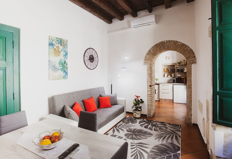 The Good Place, Cagliari, Deluxe Apartment, 1 Bedroom, City View, Living Area