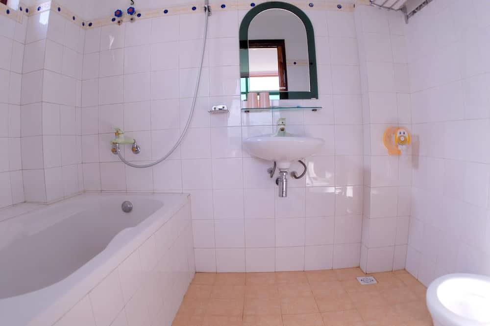 Panoraama - kolmen hengen huone - Kylpyhuone