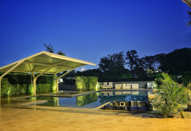 SATVIK RESORT & HOTEL, New Delhi, Indoor Pool