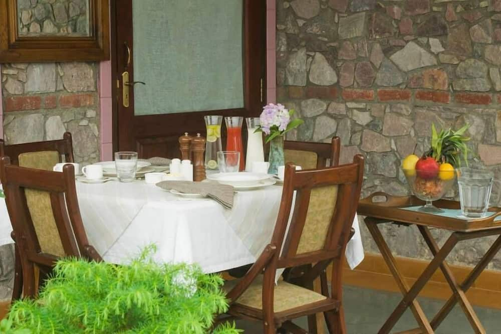 Luxury Oda, 1 Çift Kişilik Yatak, Sigara İçilmez, Göl Manzaralı - Odada Yemek Servisi